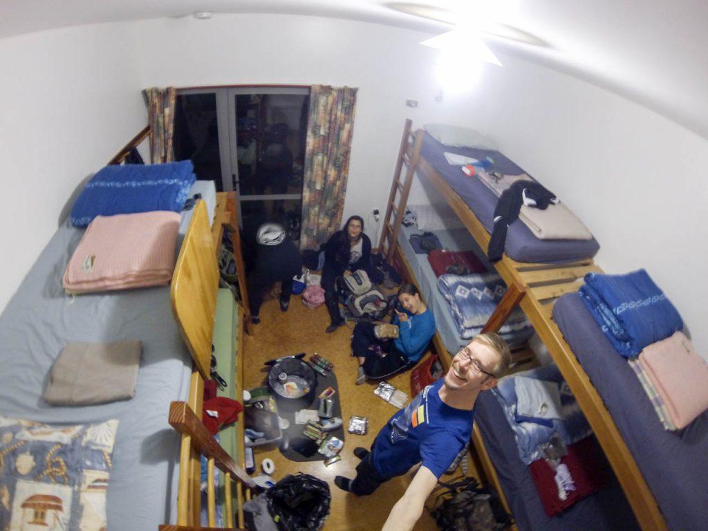 Packen der Rucksäcke im Hostel