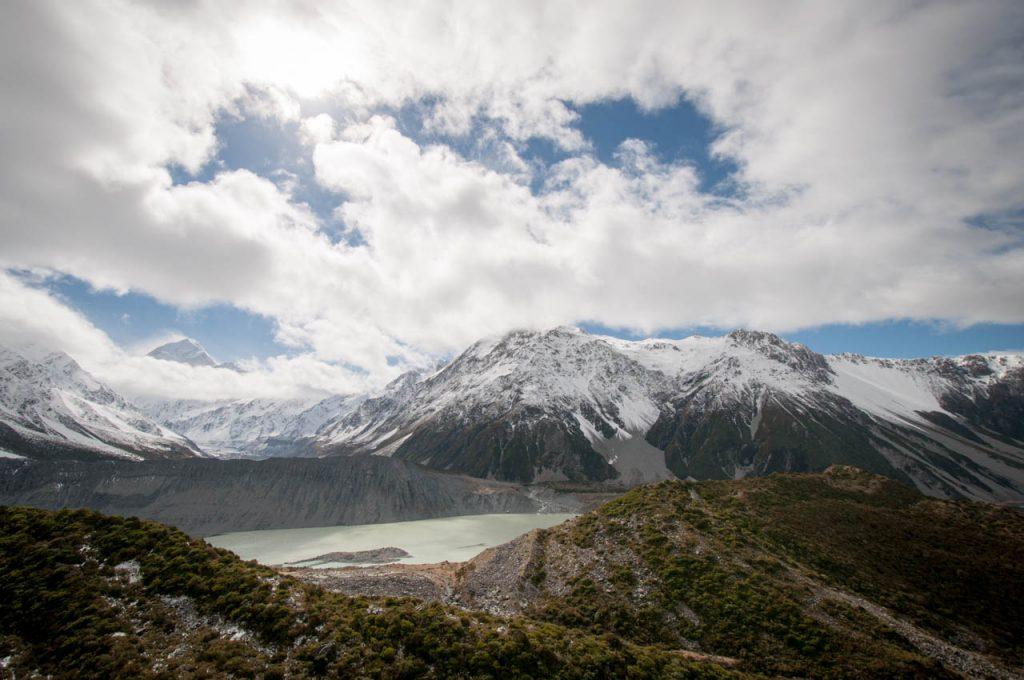 Aussicht auf den wolkenverhangenen Mt Cook