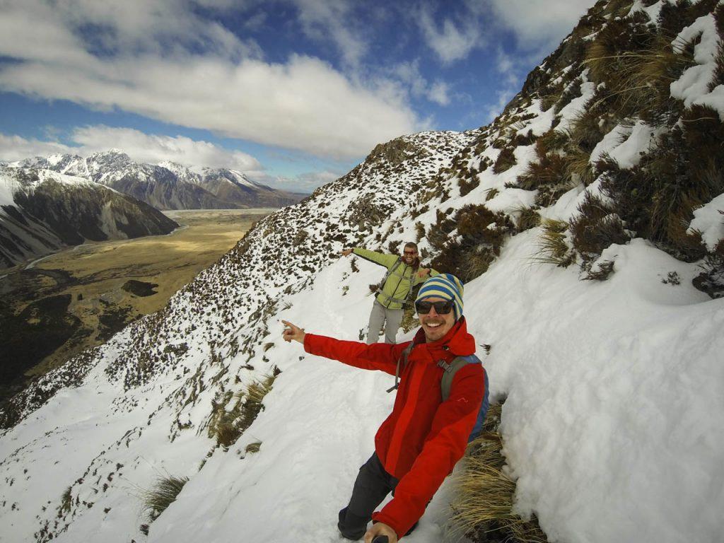 Bereits beintief im Schnee auf dem Sealy Tarns Track