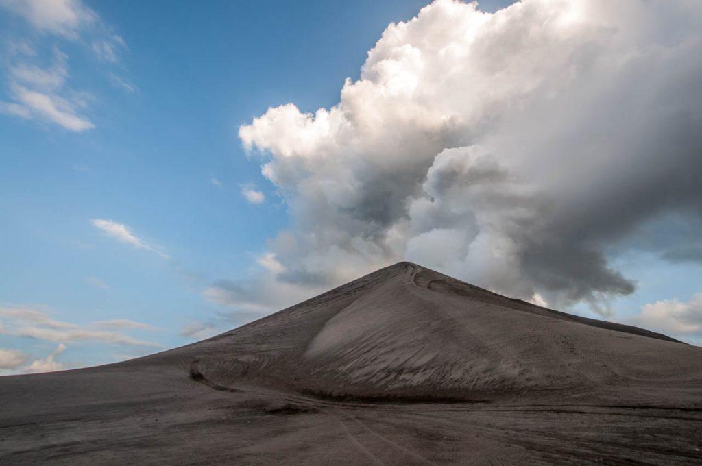 Mt Yasur - ein Berg aus Asche