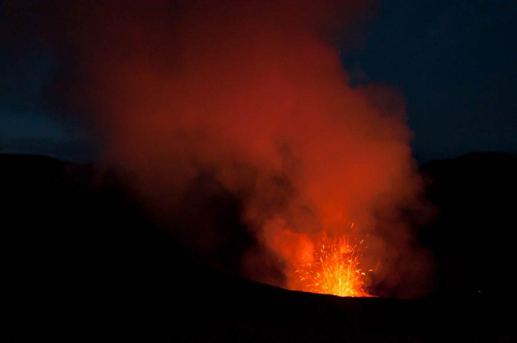 Lava bei Nacht