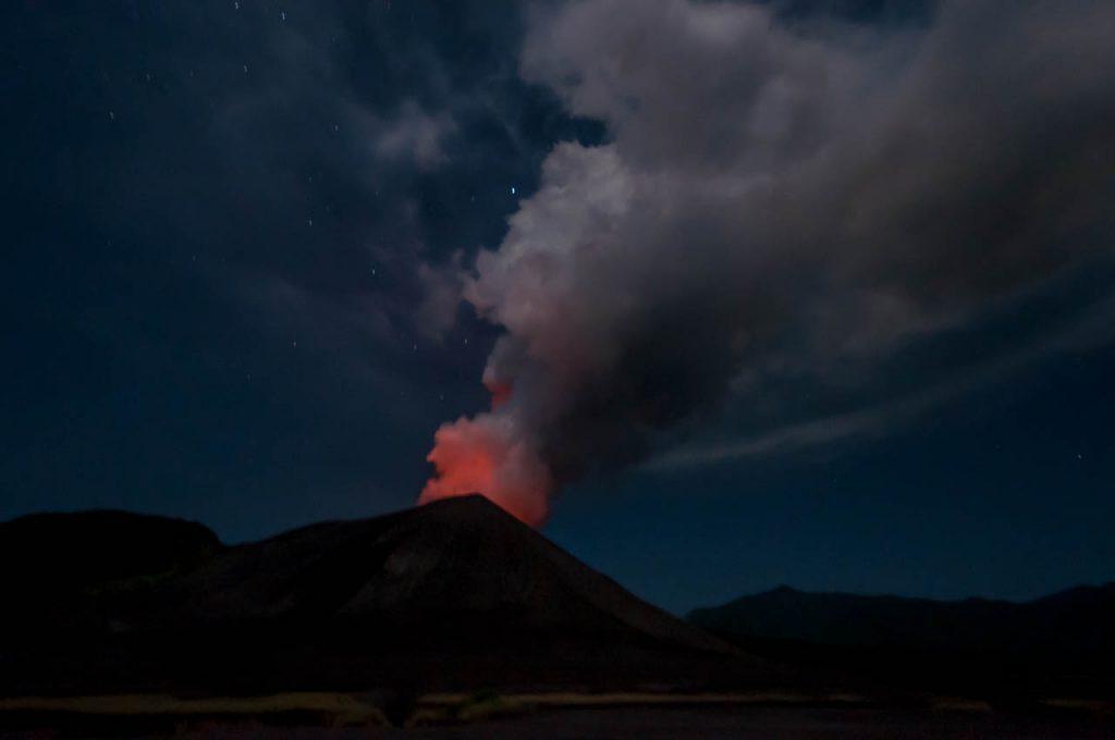Mt Yasur bei Nacht